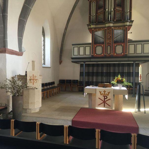 Innenraum der Kirche zu Ostern