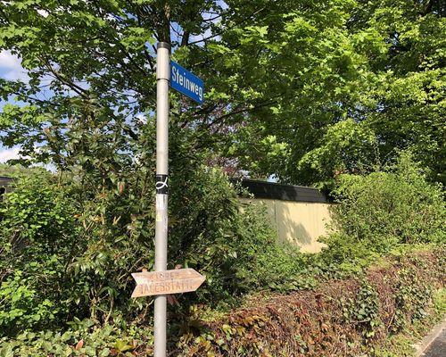 Wegweiser am Lippischen Pilgerweg