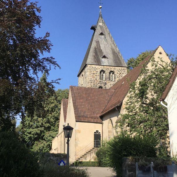 Weg zur Kirche